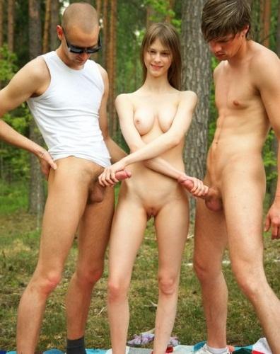 Порно фото в лесу молодые