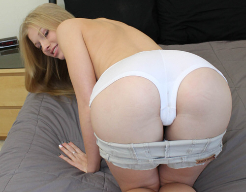 Avril Hall - AmateurCreampies (2011/SD/305Mb)