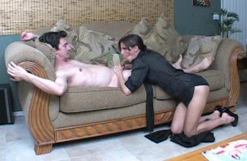porno-video-mama-ublozhaet-sina