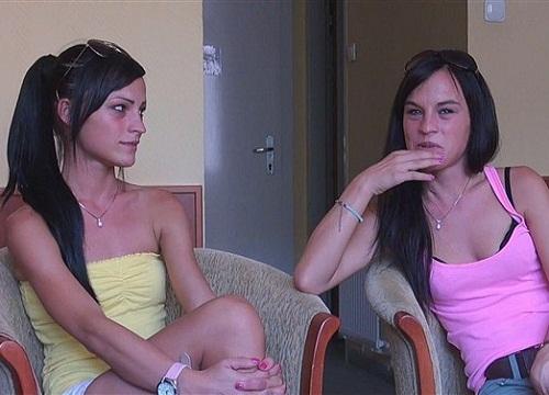 Порно две сестры бесплатно
