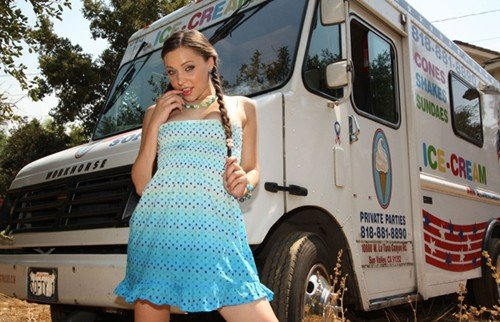 Tiffany Taylor - Ice Creaming Teen Tiffany (2009/18YearsOld.com/PornPros.com/SiteRip)