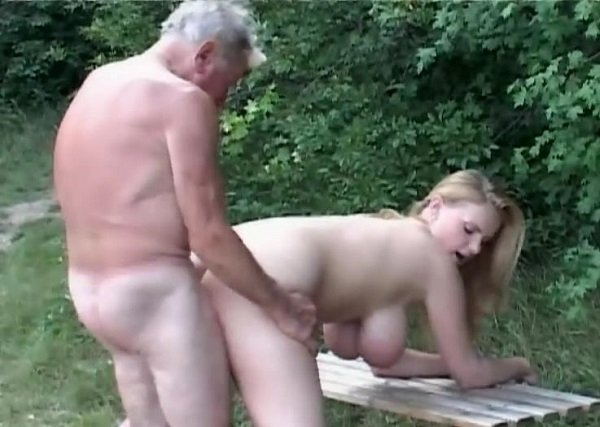 devushka-i-starik-golaya-seks-foto