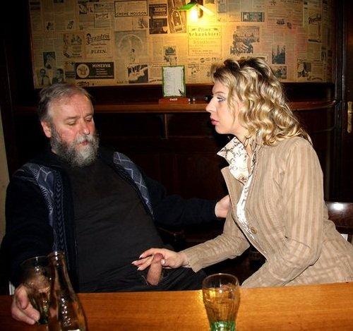 Русский дедушка трахает красивую внучку