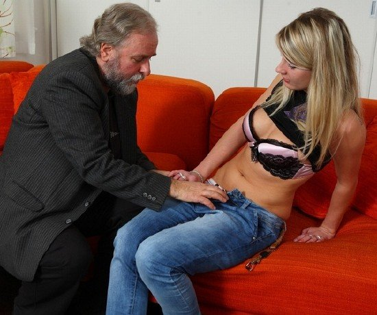 video-porno-molodie-devushki-solo