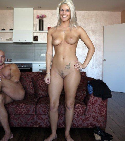 блондинка не ожидала троих парней на кастинге