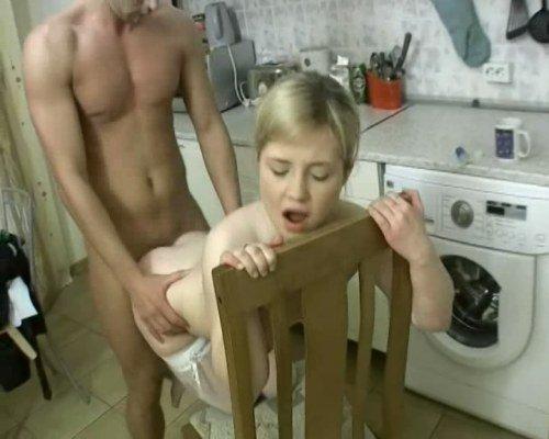 Порно видео в хорошем качестве на стуле блондинка