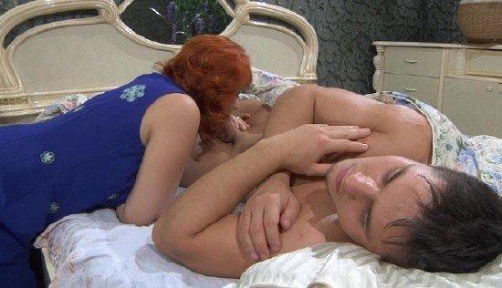 Смотреть онлайн порно мать сосет спящему сыну