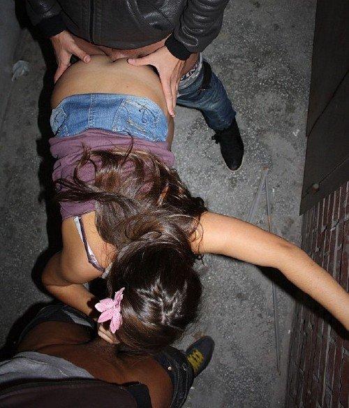Фото порно в переулке