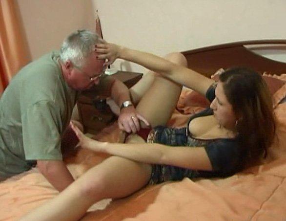 порно как отец пристовал к дочке