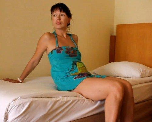 проститутка обслуживает в номере