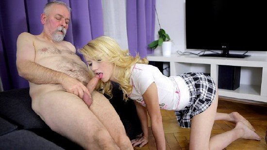 скачать порнуху внук ебёт ьабушку