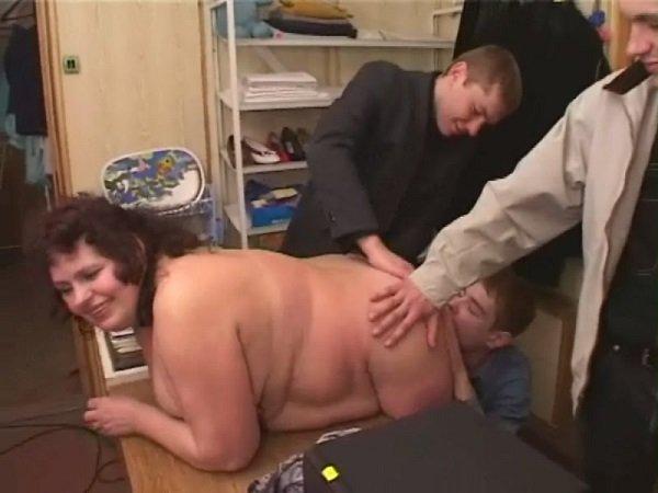 тетя учит племянника сексу видео