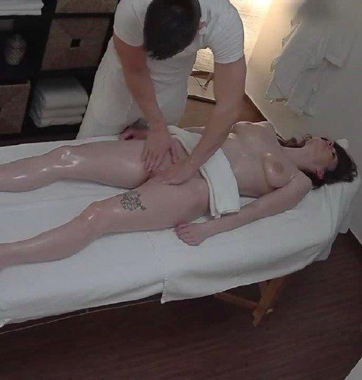 Скрытая камера в мосажном порно