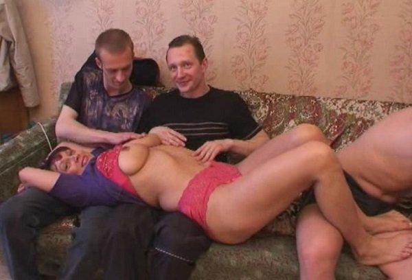 Смотреть видео порно как разводят русских баб на секс