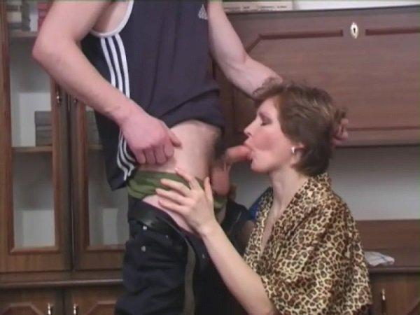 сосать сын розказ ему порно мать заставля