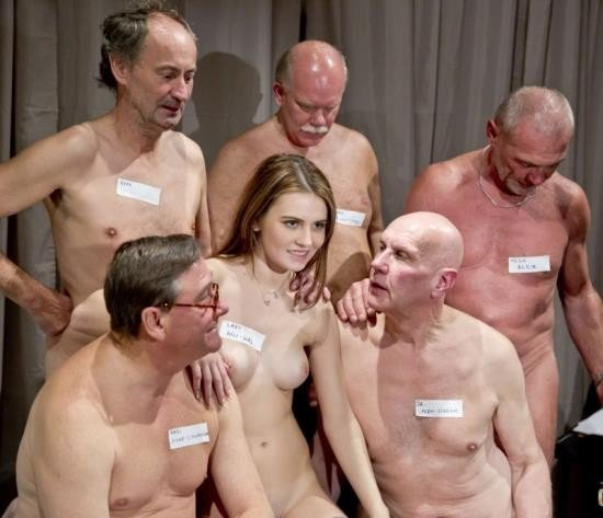 porno-tolpoy-starikami-moloduyu